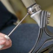 Montage einer Beinprothese